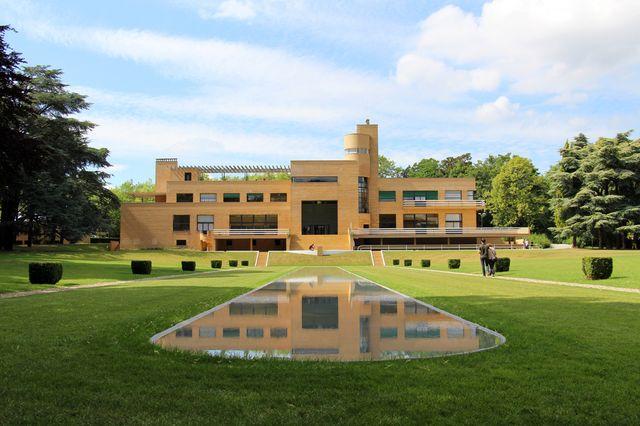 La villa Cavrois à Croix, une commande de Paul Cavrois, industriel roubaisien du textile à l'architecte parisien Robert Mallet-Stevens