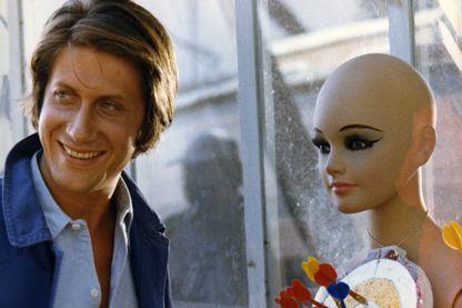 """Jacques Dutronc dans son premier rôle au cinéma sous la direction de Jean-Marie Périer, """"Antoine et Sébastien""""' - 1974"""
