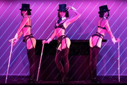 """Danseuses du """"Crazy Horse"""" à Paris pour la revue """"Dessus Dessous"""", avec Chantal Thomass à la direction artistique en septembre 2016"""