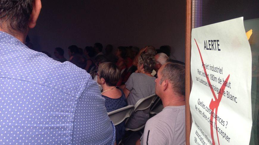 La première réunion publique organisée par l'association a réuni une centaine de personnes à Montaigut-le-blanc
