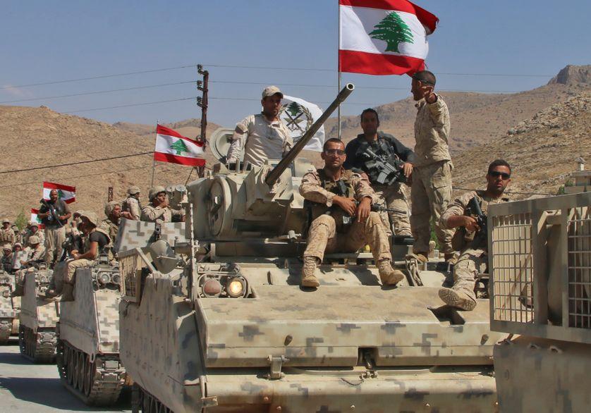Des soldats libanais font une halte dans la ville chrétienne de Ras Baalbek  (رأس بعلبك ) après plusieurs journées de combats contre des forces de l'Etat Islamique présentes au Liban