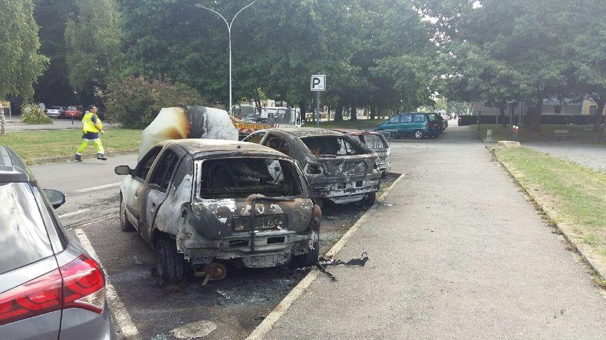 Des voitures incendiées dans le quartier du Blosne à Rennes
