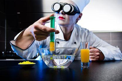 Chef de cuisine moléculaire (image d'illustration)