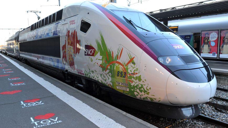 "La rame de TGV ""L'Océane"" lors de son inauguration."