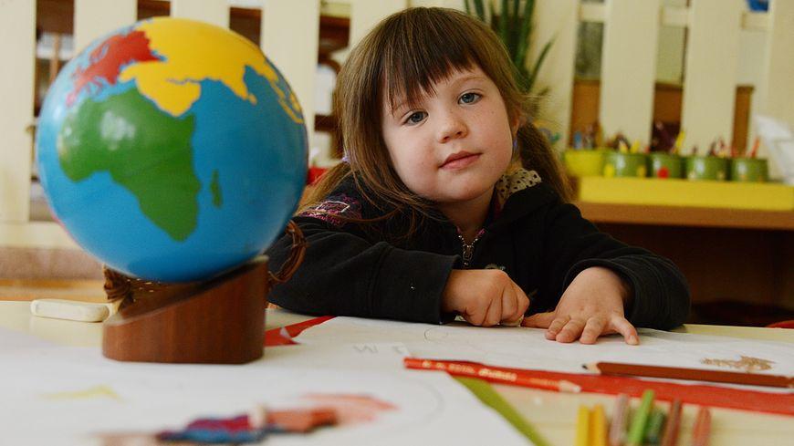 La pédagogie Montessori se base aussi sur un ensemble de matériels développés par Maria Montessori