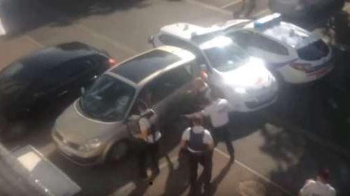 Capture d'écran de la vidéo diffusée sur YouTube montrant l'intervention de la police samedi 18 aout à Châlette-sur-Loing