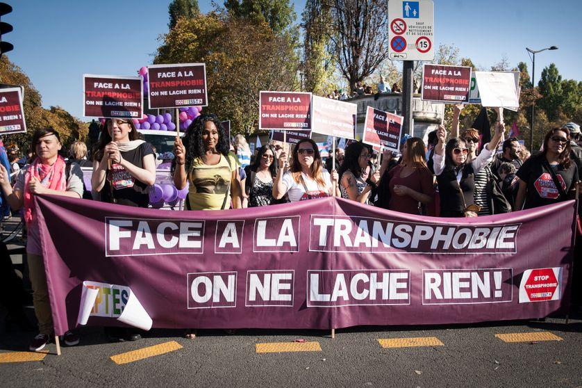 Manifestation de acceptess-t le 18 Octobre 2014 pour les droits des personnes Trans et contre la transphobie