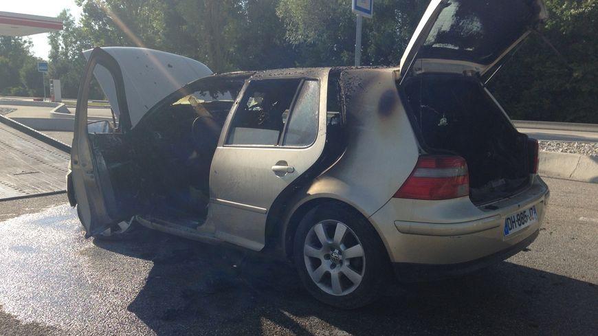 La conductrice est sortie de sa voiture en flammes, sur l'aire des Fontanelles près d'Annecy