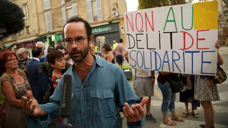 Cédric Herrou était poursuivi pour avoir aidé des migrants en les hébergeant ou en les accompagnant dans leurs démarches