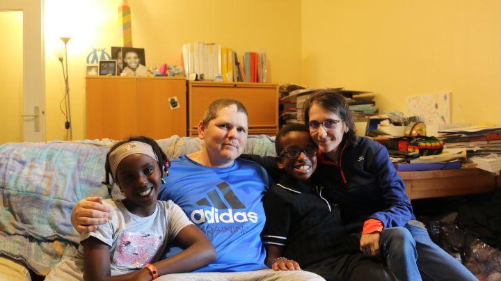 Kévin, entouré de sa famille, s'attend à recevoir des dizaines de lettres pour son anniversaire le 17 août.