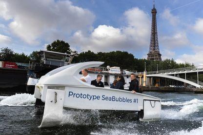 La maire de Paris, Anne Hidalgo, a testé le Sea Bubble sur la Seine en juin dernier, aux côtés d'Alain Thébault, le co-inventeur
