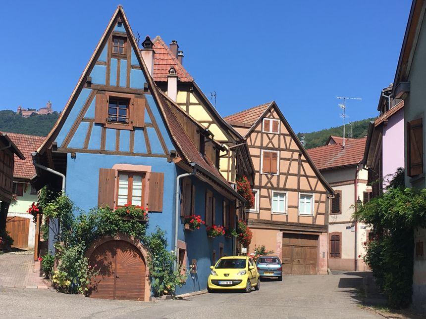 On a une belle vue sur le Haut-Koenigsbourg depuis Saint-Hippolyte