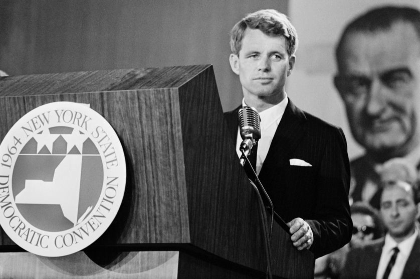 Le secrétaire de Défense américain Robert Kennedy prononce un discours le 2 septembre 1964 à la convention nationale des Démocrates à New-York