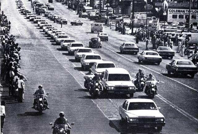 Cortège funéraire pour la mort d'Elvis Presley, le 18 août 1977