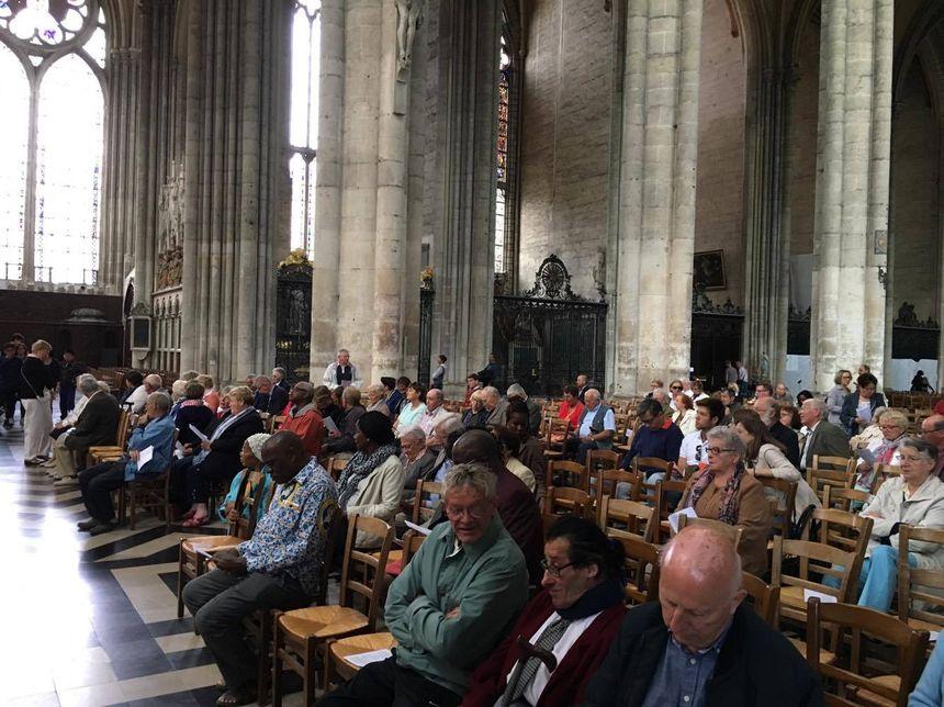 Environ 250 personnes réunies ce dimanche matin en la cathédrale d'Amiens