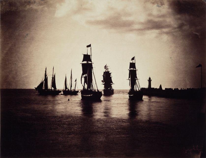 Bateaux quittant le port du Havre par Gustave Le Gray vers 1856-1857