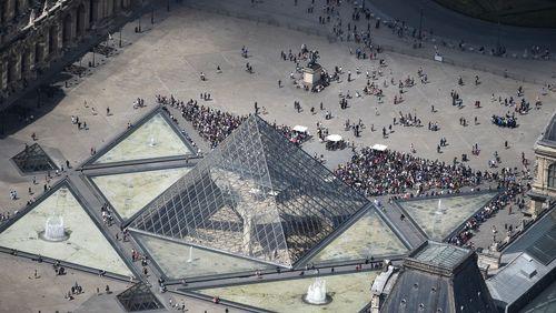 1989 : inauguration de la Pyramide du Louvre