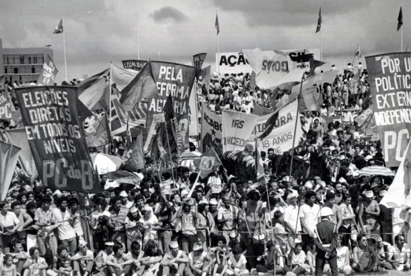 Manifestation à Brasilla pour les élections directes au moment de l'ouverture