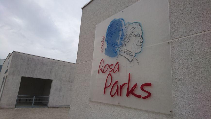 Le collège Rosa Parks, dans le quartier Saint-Jean à Châteauroux, fait partie du Réseau d'éducation prioritaire.