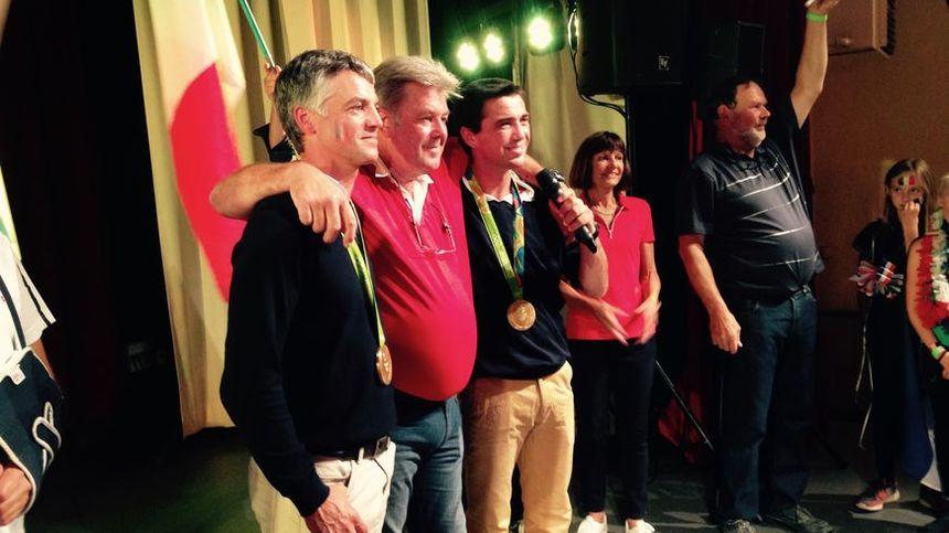 Karim Laghouag et Mathieu Lemoine, félicités par Pierre Defrance, en août 2016.