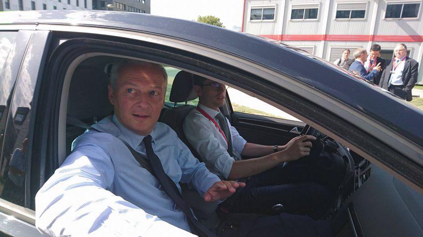 En visite au CEA de Grenoble, Bruno Le Maire a réagit à sa manière aux récentes déclarations de François Hollande.