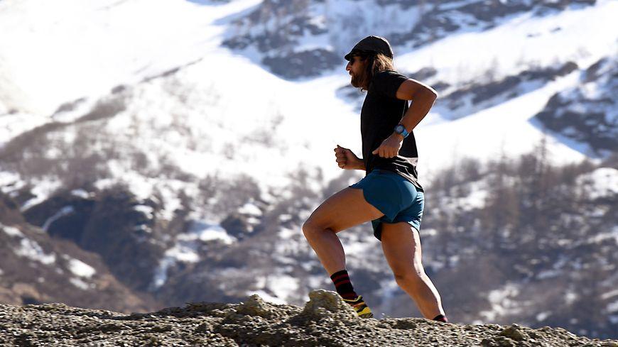 Le maire de Saint-Gervais s'inquiète de la mode de l'ultra-trail. Ici Anton Krupicka, en avril 2017 aux Houches (74)