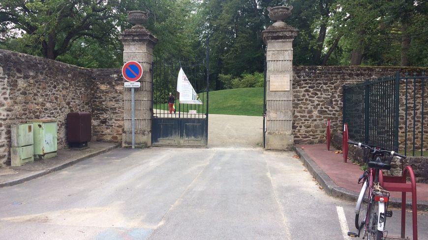 L'entrée du Jardin des plantes au Mans, rue Pierre Belon