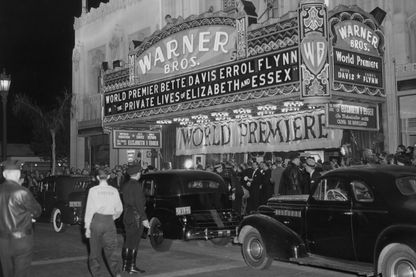 Cinéma Warner Brothers pour la premiere de 'The Private Lives of Elizabeth of Essex' à Beverly Hills, Los Angeles.