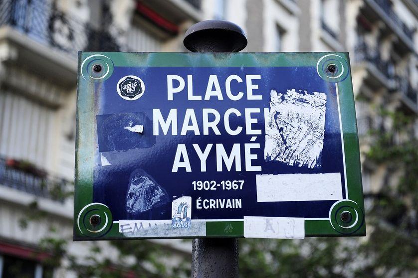 Plaque de la place Marcel Aymé à Montmartre, Paris.