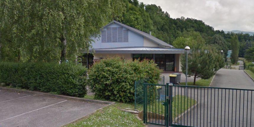 La salle des fêtes du Pont-de-Beauvoisin (Isère), route de Belley