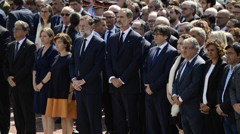 Mariano Rajoy et le Roi Felipe sur la Place de Catalogne, pour la minute de silence.