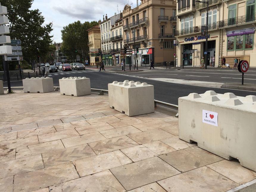 Des blocs en béton ont été installés tout autour de la place Catalogne à Perpignan