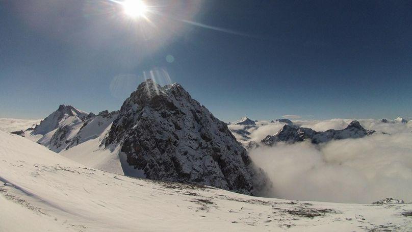 Aux 2 alpes, le domaine skiable estival sur le glacier est ouvert à minima.
