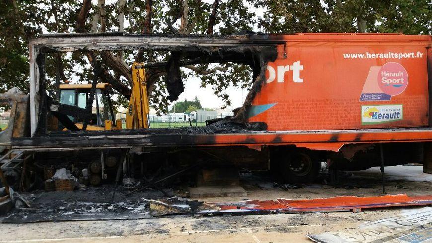Le bus a en partie brûlé ce mercredi soir à Cournonterral