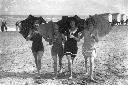 Aller se baigner dans les années 1930... autre époque, autre costume, mais toujours le même plaisir estival !