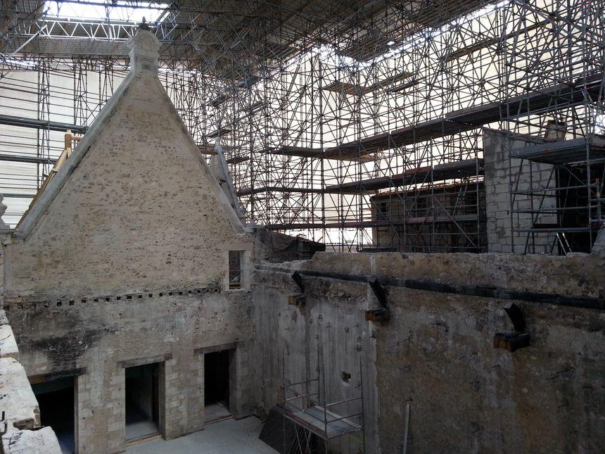 Quatre ans après l'incendie, la reconstruction a commencé