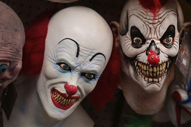 Masques (assez effrayants disons-le) de clowns