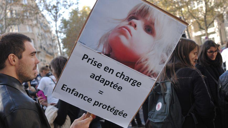 Manifestation de parents d'enfants handicapés à Paris en 2013.