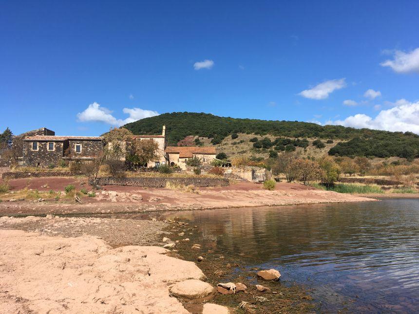 Le village n'a jamais été recouvert par les eaux du Salagou