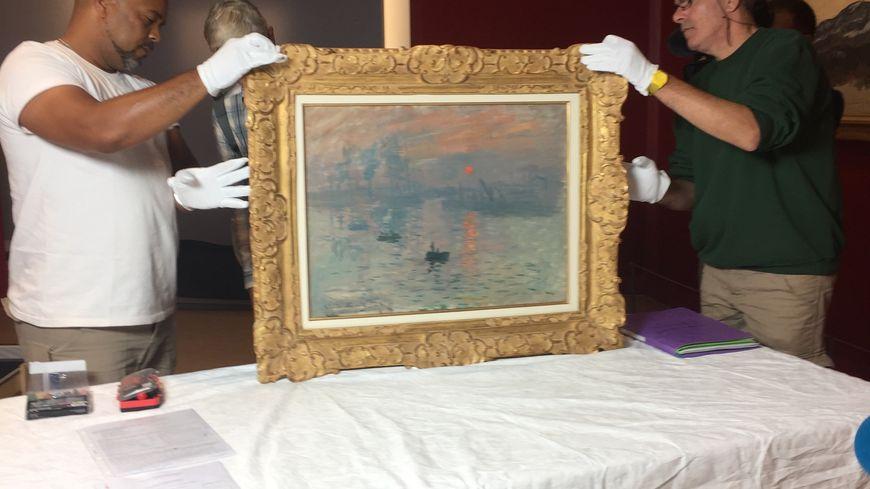"""""""Impression, soleil levant"""", de Claude Monet, a été transféré ce mercredi de Paris au Havre, sa terre natale."""