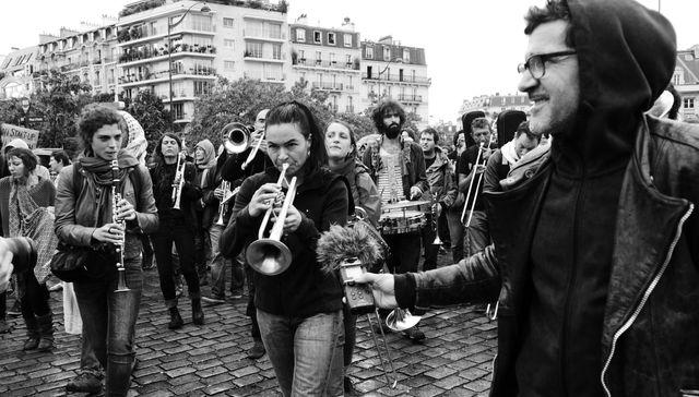 Antoine Chao et la fanfare invisible à la manifestation contre la loi Travail - Photo par Clémence Fermé