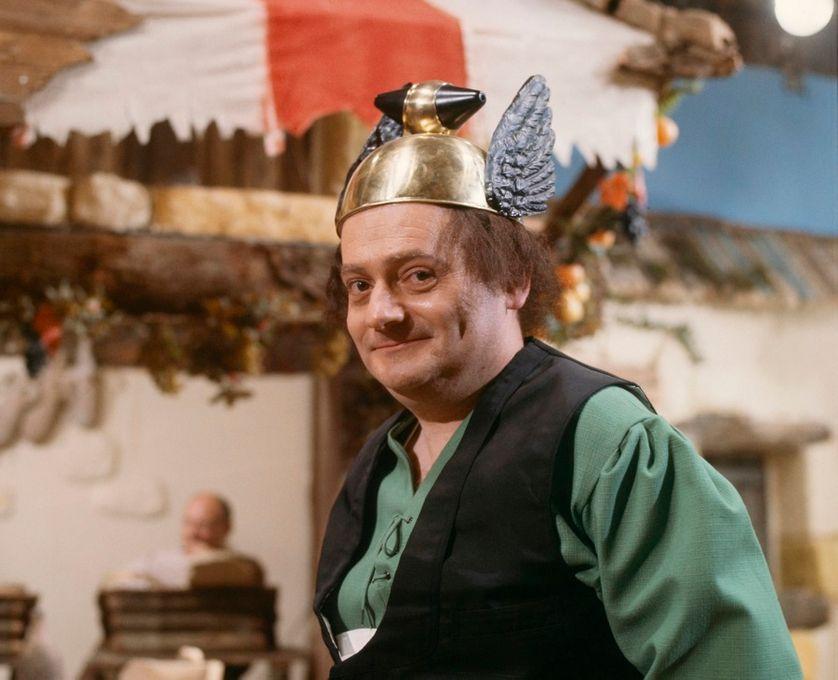 """René Goscinny sur le tournage de la fiction """"Deux Romains en Gaule"""" réalisée par Pierre Tchernia en 1967"""
