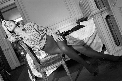 L'actrice Monica Bellucci portant des collants Dim.