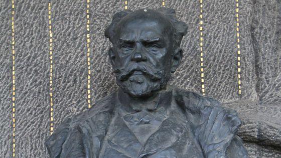 Statue sur la tombe d'Antonín Dvořák
