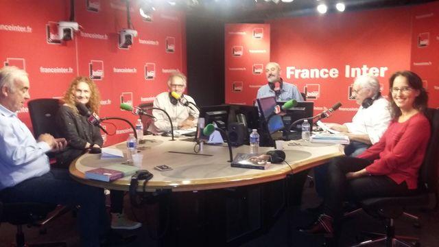 """Sur le plateau de """"Vous les femmes"""", de gauche à droite : Alain Baraton, Marie-Claude Bomsel, Hervé Pauchon, Daniel Morin, Albert Algoud, Muriel Douru"""