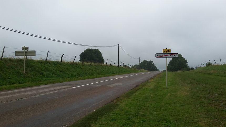 Une sortie de village à Mignovillard.