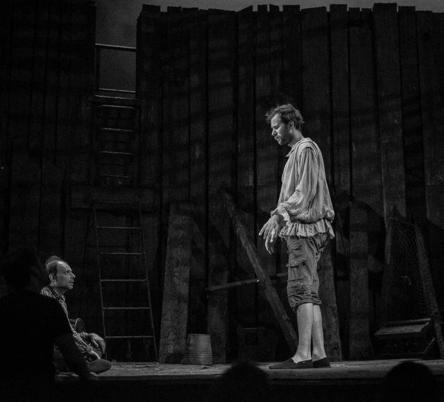 """Denis Podalydès lors d'une répétition des """"Fourberies de Scapin"""", la pièce de Molière qu'il met en scène à la Comédie Française"""