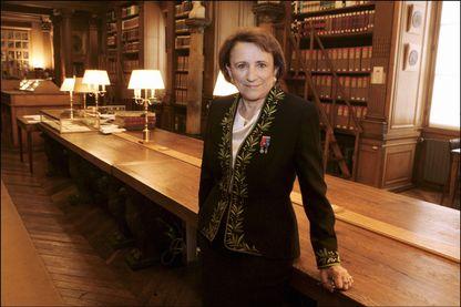 Mme Nicole Le Douarin,