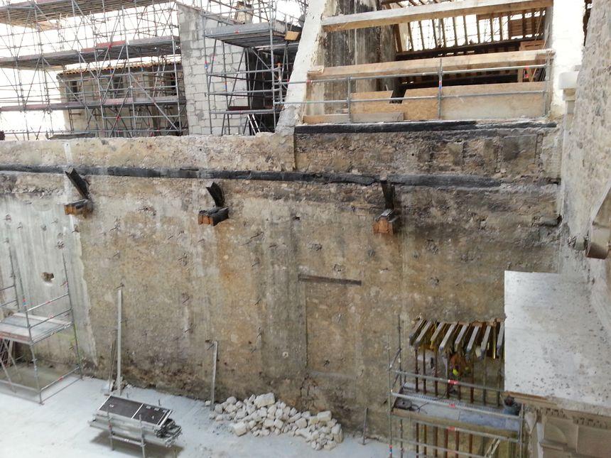 La salle des fêtes, et la partie arrière de la mairie de La Rochelle en rénovation