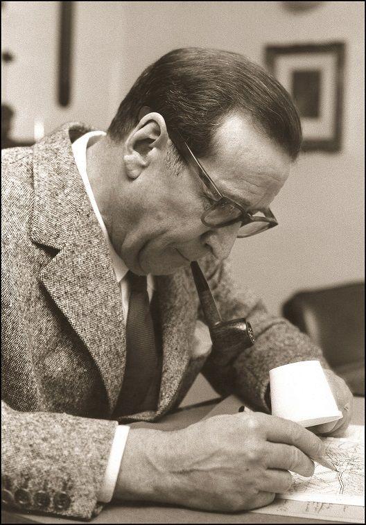 Portrait de Georges Simenon (1909 - 1989) au Château d'Echandens, 02/1963.